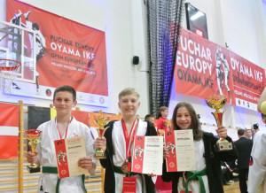 medalisci-lekkiego-kontaktu-z-RKS-OYAMA-od-lewej-Jan-Kosterna-Krzysztof-Stepien-Maja-Aszkielowicz
